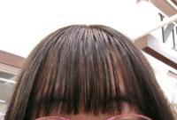 ケープをかけているように見えますか? 前髪を薄くするためにいらない髪を横に分けてふりかけてたのですが、かけていないように見えると嬉しいです。