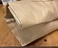 メルカリで匿名配送なんですが、紙袋に入れてセブンかファミマでの発送は出来ますか?コンビニに販売されている箱?に入れないとダメですか?