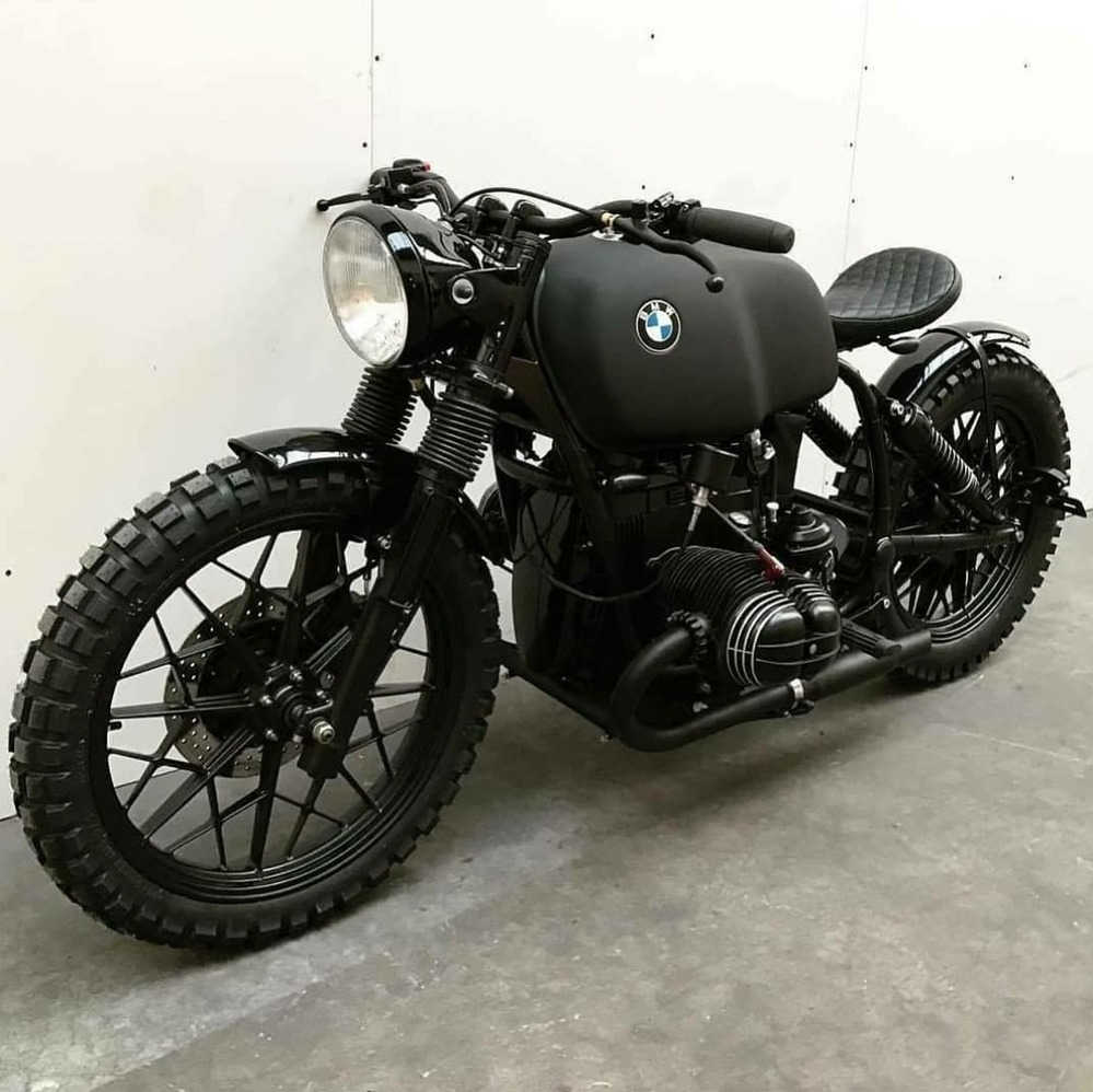 BMW バイクの中古車を画像のようなイメージにカスタムして乗りたいと思っています。 ハーレー,DUCATIが過去に乗っていましたがBMWは知りません。 多分R80かR100あたりがベースだと思う...