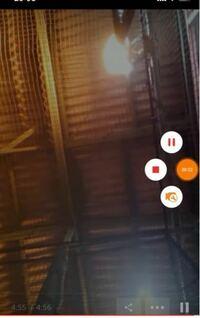 あるアプリを探しています 動画保存系?のアプリで 画像のように スマホ画面右中央に丸い操作する丸いアイコンが 出てくる仕様の動画保存アプリを 過去使っていたのですが 機種変した時に無くなってしまいました...
