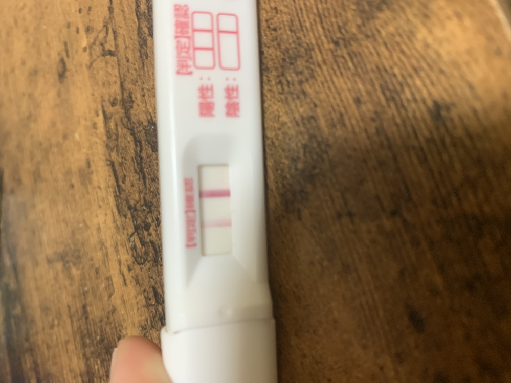 生理予定日2日前のフライングです。 ドゥーテストを使って薄い線がでたんですが、妊娠なのでしょうか?