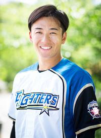 プロ野球選手のおはなし。日本ハムファイターズの斎藤佑樹投手は今季で戦力外ですか?教えてください。
