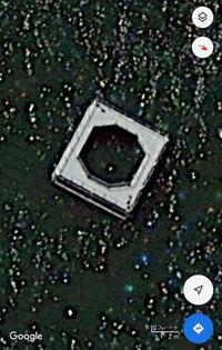 閲覧ありがとうございます! 琵琶湖に関する質問です。 琵琶湖をGoogleマップの衛生写真で見ていたところ、添付した写真のようなものが、沢山見つかりました。比較的、陸に近いところにある印象を受けたのですが...