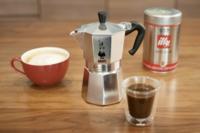 このマキネッタでコーヒーの粉は数回使えますか? それとも毎回コーヒー粉を捨て入れ替えますか?