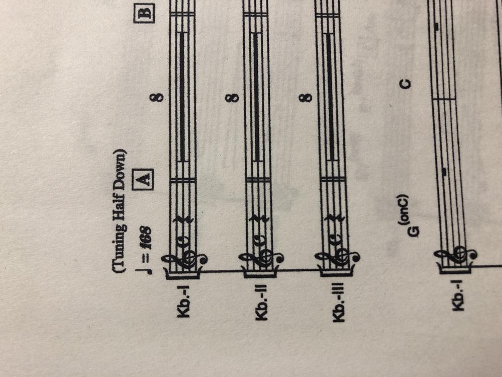 バンドで閃光少女という曲をやることになり、キーボードを担当するのですが、この1.2.3の中から1つ選んで弾けば良いのでしょうか?