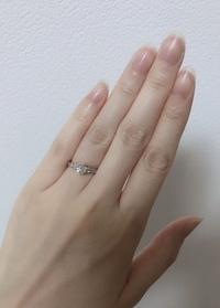 婚約指輪についてです。 客観的に見て、こちらの指輪は何カラットに見えますか?