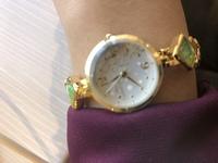 就活で、腕時計ってして行っても大丈夫でしょうか? ずっと、スマホの時計を見てたけど腕時計がある方が便利です アクセサリーは一切つけて行ってないですが腕時計もやめた方が良い? 新卒じゃないです