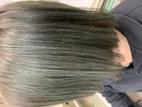 シルバーシャンプー使ったら緑になってしまったのですが、もう染めたくないので染める以外の方法で暗い髪色にする方法はありますか?