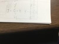 高校分野化学 有機について質問です。 画像の2つの構造がなぜ同じ構造扱いになるのか分かりません。 解説よろしくお願いいたします。