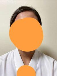 急ぎです! 履歴書の写真はこんな感じで大丈夫ですか? ピンで止めた方が良いと言う方と止めない方が良いという方が居るのですが、私は前髪で眉毛が隠れないように止めるのはアリだと思うんです。 あと学校で撮った時はピンで止めろと言われました。