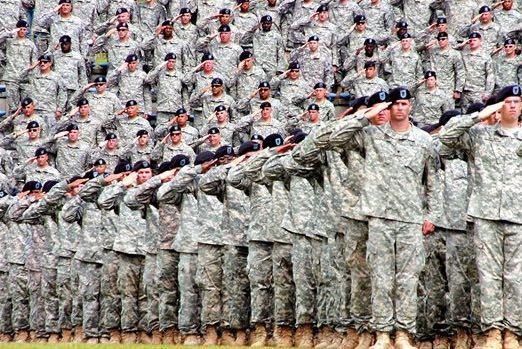 軍隊の敬礼ってこの敬礼の仕方が一番多いですか?