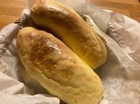 まるごとバナナパン作ったのですが 見た感じいかがですか?  パンのなかにバナナ1本入ってます