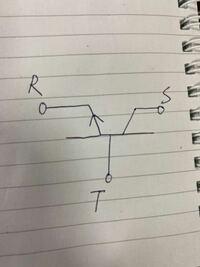 電子回路に関する質問です。 端子Rを接地した図のトランジスタを正常に動作させるため、端子RT間に0.7Vの直流電圧を印加すると端子Tには50μAの直流電流が流れた。このときに端子SR間に印加する直流電圧Vsrと端子Sを流れる直流電流Isの関係グラフに描け。グラフの軸に具体的な数値を記載する必要はない。