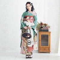 どなたかこの振袖がどちらのものか分かる方いらっしゃいますか? 京都に店舗があるということだけ分かっています。