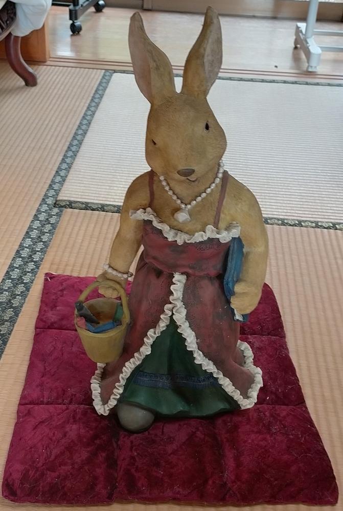 この兎の人形は有名でしょうか。表情が可愛らしくないようにも見えます。教えて頂ければありがたいです。