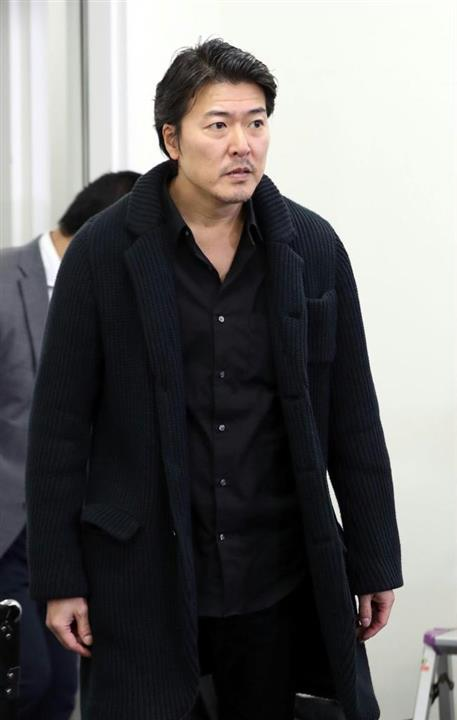 豊原功輔さんが数年前着用していた 黒のニットコートのブランドを調べています。お分かりの方よろしくお願いします