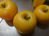 山形からりんごが届いたのですが品種がわかりません 黄色で酸味は少なく甘く食感は柔らか目で蜜は入っていませんでした 物によっては赤みを帯びているものがありました