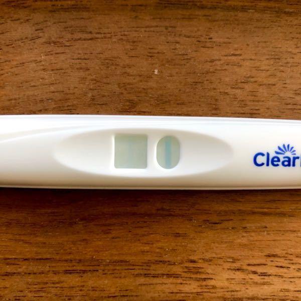 妊娠検査薬をフライングで使用しました お世話になります。妊娠希望です。 月経不順ですが、排卵後の日数はいつも同じです。 いつもより2日長く高温期が続いています。 3,4日前から腰が重いのと痛みも...