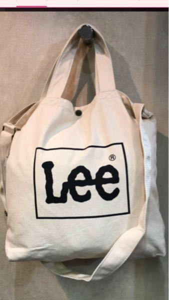 空港で荷物を預ける際に、このショルダーバッグは預けられますか? 中身は服だけです。 ボタンなので、袋に入れてくれるのでしょうか?