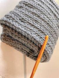 編み方にもよるかと思いますが、子供のネックウォーマー(4歳)を編む予定です 首周り30cmだったんですが、スヌーズ編みでかぎ針10号で 二重巻きにする場合何センチ網目編めばいいでしょうか? 2倍で 60cmでいけま...