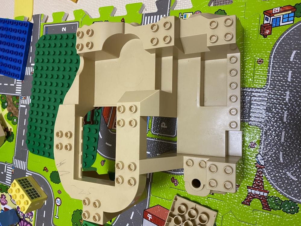 これの板?レゴ デュプロの何の種類?名前?になりますか。わかる方教えてください。よろしくお願いします。