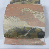 この袋帯は、入学式や結婚式で着用可能でしょうか? もし難しい場合は、どういうときに使えるでしょうか。 デザインは好きなのですが、いつ使えるのか分からずに考えています。 よろしくお願いいたします。