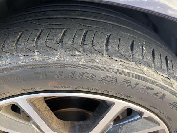 タイヤの交換時期ですか? 約4.5年に替えるとネットでは見ました。 車買って、2年半くらいたち...