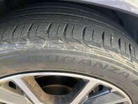 タイヤの交換時期ですか? 約4.5年に替えるとネットでは見ました。 車買って、2年半くらいたちます。 半年は持ちますか?