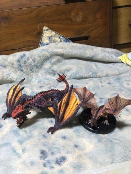 大きいほうのドラゴンの名前と何というシリーズか知ってる人いますか? 今日中古で安かったので買ったんですが何も書いてなかったのでわかりません。