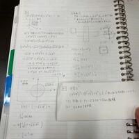 積分の問題について、質問です。 右のノートじゃなくて紙に書いてある問題の解説の板書なんですけど、  tの範囲が不等式から-1≦t≦1と決まったのに、  なぜ積分すると積分の範囲が0≦t≦1になるのですか?
