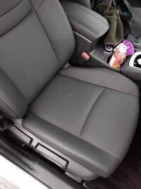 車のシートに白いシミ汚れが あるだけで 浮気の証拠になりますか?? ちなみにラインとかには なにもなかったです。 旦那の車は フリードでシートは黒です。 助手席にこういうシミがありました。