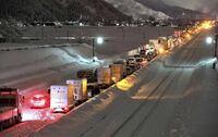 【大雪の関越道で1100台以上が立ち往生】事前に除雪の準備をしなかった高速道路会社は、どのように責任を取りますか?