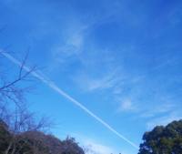 下の方の線の様な雲は飛行機雲ですか?