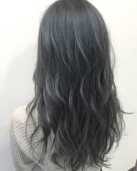 焦げ茶の髪にマニパニの青で染めると緑っぽくなりますか 今、ブルーアッシュみたいな色で色落ちすると焦げ茶っぽくなると思います ブリーチは1度もしてません 色落ちしたらマニパニで画像のようなブルーグレー...