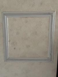 賃貸アパートの台所の壁にこのようなものがあるのですが何のためのものでしょうか?  内側の1番小さな枠の幅が20センチ程です。 宜しくお願いします。