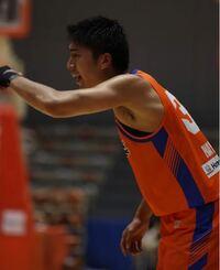 バスケの質問です! Bリーグの林翔太郎選手と あの有名な河村選手はどちらが 強くて、スタミナがありますか?  写真は林翔太郎選手です!