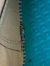メルカリでコンバースのct70を購入したのですが刺繍が雑だったりしているとおもうのですが偽物でしょうか?