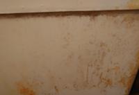 祖母タクの風呂釜の外側が汚いのですがこれはカビハイターをかけてしばらくしてシャワーでかけたらきれいになりますか? それか風呂釜にカビハイターをかけたらひびが入ったりするのでしょうか? 手が悪いからき...