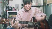 小林私さんがよく使っているこのアコギ、何というブランドのギターですか?詳しい方ご回答お願いします。