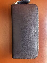この財布はどこのブランドのなんという名前の財布ですか?わかる方いましたら教えてください。