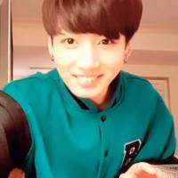 防弾少年団のジョングクみたいな可愛い顔で 兎顔?で二重が奥二重の涙袋がある顔がめっちゃ好きなんですが、似たような顔の韓国の男性アイドルっていますか?