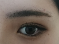 眉毛が上手く書けません。 平行すぎずアーチ眉すぎない眉毛がいいですがどうしたらかけますか? 校則があるのでこれ以上眉毛を剃ることはできません。