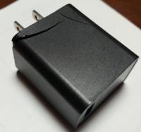 USB充電器 ACアダプター壊れました。 ↓ Quick charge3.0対応のものでAmazonで買えるオススメ教えてください!  発火しない安全なのがいいです!  お金が底をついているので2300円くらいまでだとありがたいです。  正式な名称がわからないので写真のせました。この部品です。(アホですまん。  宜しくお願い致します!