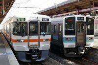 JR東海さんの中央西線にJR東日本の車両が混じってきて不快だそうですが? JR東海さんの中央西線は JR東海さんの313系転換クロスシート車両と JR東日本の211系オールロングシート車両が混じって運...
