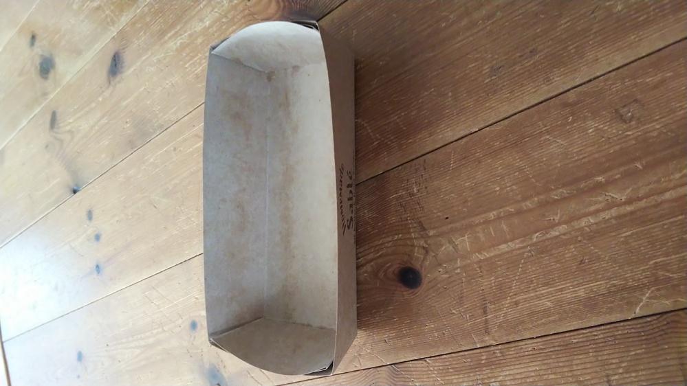 はじめまして。 市販のクッキーが入っていた、この紙製の容器は、何と言う容器になりますか? また、大量に購入したいのですが、どちらで購入出来ますか? 底縦7.5センチ、横17.5センチです。 それ...