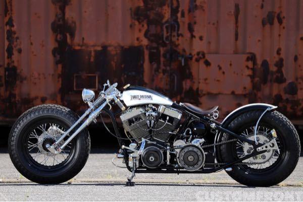 バイクに詳しい方に質問です。グースネックフレームを新車で販売してるメーカーはありますか?