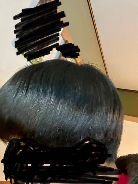 髪質が硬くてまあまあストーレートなんですけど頭のてっぺんらへんだけ癖があって凹んでるように見えます。治す方法やケア方法など教えていただきたいです。できれば自分の体験談で成功した例などを詳しく教え...