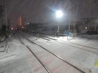 先日は寒波の影響で私が住んでる福岡県内でも大雪だったのですが、 私が感じたのは積雪のすごいときは普段は真っ暗なところが明るくなっているということに気づいたのですが、これはどうしてなのでしょうか。雪には何か周りを明るく作用とかあるのでしょうか。もし詳しい方いましたら教えてください。
