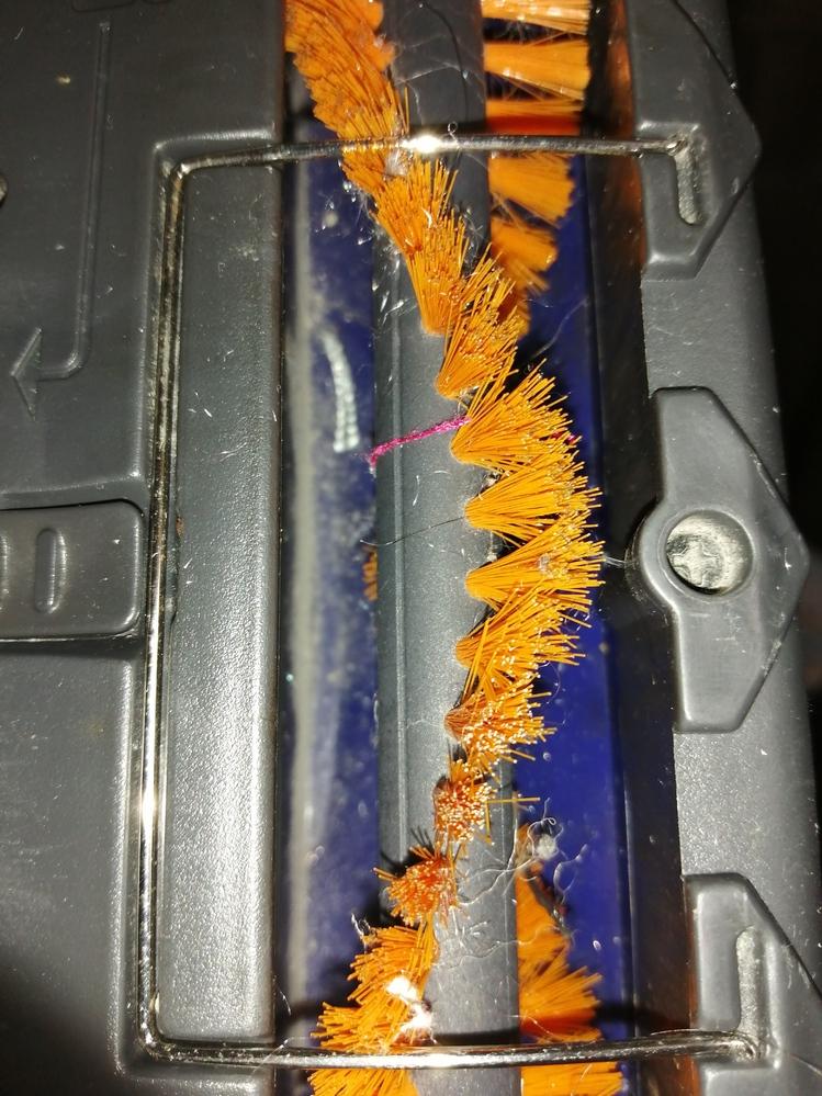 掃除機のこの金属の部分 何のための部品でしょうか? 取り外しは簡単なようですが、つけたままにすべきでしょうか?