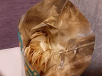 函館のラッキーピエロのお土産にポテトチップスを頂いたのですが、開けてみたところこんな感じでした。 誰が食べたのか正直に手をあげてください。